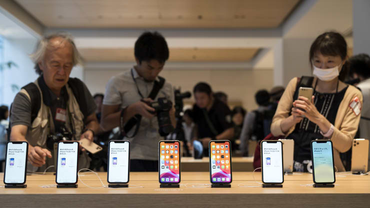 People aren't as interested in the iPhone 11 because they're waiting for a 5G model, Piper Jaffray survey says